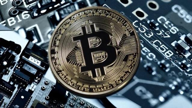 Amazon'un yıl sonuna kadar alıverişlerde Bitcoin kabul edeceği iddiası ardından kripto para birimleri değer kazandı.  İngiliz City A.M. gazetesinin, ismi açıklanmayan bir kaynağa dayandırdığı haberinde, çevrimiçi perakende satış devi Amazon'un yıl sonuna kadar Bitcoin ile ödemeleri kabul etmek istediğini duyurması ardından, kripto para birimleri yukarı yönlü ivme kazandı.  Piyasaları destekleyen bir diğer gelişme ise uluslararası yatırım kuruluşu Jp Morgan'ın, müşterilerine kripto paralara erişim imkanı sağladığını duyurarak ve bu konuda adım atan ilk ABD bankası olması oldu. Goldman Sachs ise Avrupalı müşterilerine kripto paralara dayalı yatırım enstrümanlarına erişim imkanı getirdi.