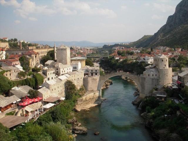 Bosna-Hersek  180 günde 90 günü aşmayacak şekilde vizesiz.    Türk Vatandaşlarına Vizesiz seyehat etme imkanı veren ülkelerden biri de Botsvana  90 gün vizesiz.