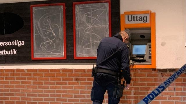 Dün akşam Örebro'daki Brickebacken'de bir ATM havaya uçuruldu.  Akşam saat 19:30 sıralarında yaşanan patlama olayından sonra polise haber verildi.