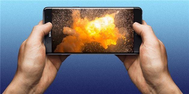 Akıllı telefon bataryalarının çalışmasını sağlayan kimyasal özellikler, aynı zamanda bataryaların alev almasına da neden oluyor. Akıllı telefon pazarının en önemli aktörlerinden biri olan Samsung, bu gerçeği zor yoldan öğrendi. Teknoloji devi son dönemde Galaxy Note 7 modelini bataryaları patlayabileceği için geri çağırdı.  Cep telefonu üreticileri zaman zaman bataryaların asla patlamayacağı güvencesi verebiliyor. Oysa bataryanın patlaması, üreticilerin teknolojinin sınırlarını zorlamasının bir sonucu olarak da gerçekleşebiliyor.