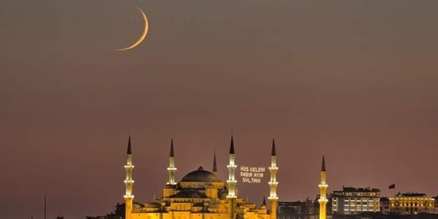 Bereketi ve mağrifetiyle evlerimize ve gönüllerimize misafir olan on bir ayın sultanı, bugünlerde bize veda ediyor. Rabbimize hamdolsun ki bizi en değerli gece olan Kadir Gecesi'ne tekrar ulaştırdı...