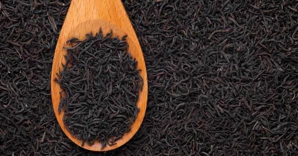 1- Yanıklar için siyah çay  Havalar ısınmaya başladıktan sonra hemen hemen herkes güneşlenmek için plajlara gidiyor. Büyük bir kısmı da maalesef gereğinden fazla yanıyor. Eğer böyle bir durum meydana gelirse yapmanız gereken şey sallama siyah çay kullanmak. Sallama çayı ılık halde demleyin ve sallama çayı poşetiyle suratınıza damlatın. Siyah çayda bulunan tannik asit yanıkları iyileştirmede çok iyidir.