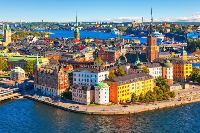 İsveç'in incisi olarak tabir edilen başkent Stockholm'ün turizm gelirlerinin 2020'de 41 milyar SEK azaldığı bildirdi.  Ticaret birliği Visita, salgın yıl boyunca Stockholm'ün turizmden elde ettiği gelirlerin istatistiklerini derledi. Başkent rakamları 2019'a göre yarıya kadar düştü.