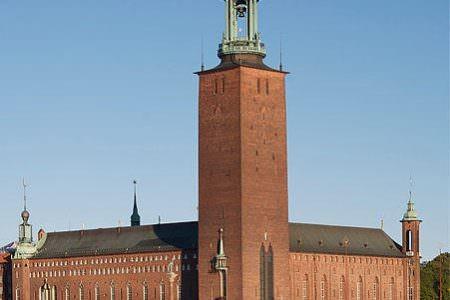 Belediye binası her ne kadar ziyarete açık olsa bile bireysel gezmek mümkün değil. Her gün belirli saatlerde yapılan turlara katılarak, İngilizce rehber eşliğinde 100 SEK (35 TL) ödenerek gezilebilir. Eğer Stockholm'de 2 günden fazla kalırsanız atlamamanız gereken bir yer olduğunu düşünüyorum.