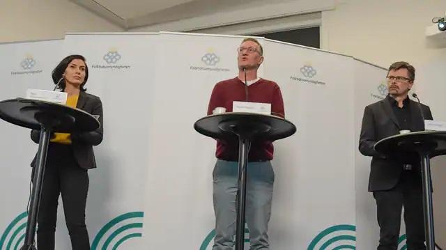 İsveç'te yeni vakalar, hayatını kaybedenler ve koronavirüsle mücadele konusundaki son 24 saatlik durum basın toplantısıyla açıklandı.  Günlük kamuoyu bilgilendirme basın toplantısına, Halk Sağlığı Kurumu Devlet Epidemiyoloğu Anders Tegnell, Ulusal Sosyal İşler Kurulunda Acil Durum Müdahale Müdür Yardımcısı Taha Alexandersson ve İsveç Sosyal Koruma ve Acil Durum Ajansı Stratejik Danışmanı Svante Werger katıldı.  İsveç'te şuana kadar ki toplam vaka sayısı 5 bin 466 olurken, hayatını kaybedenleri sayısı 282'ye yükseldi.