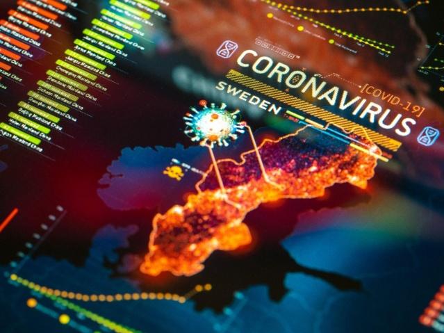 Koronavirüs salgınında yaz döneminde büyük bir düşüşün yaşandığı İsveç'te son haftalarda enfeksiyon katlanarak yayılıyor.  Haziran sonu itibarıyla günlük vaka sayıları ortalama 150-300 arasında görülen İsveç, vaka sayıları ve ölüm oranlarının azalması sonucunda pandemide izlediği yol doğru olabilir tartışmaları olmuş ve bazı ülkelerde önlem almadan koronavirüsle mücadele ederek başarıya ulaşan ülke olarak gösteriliyordu.