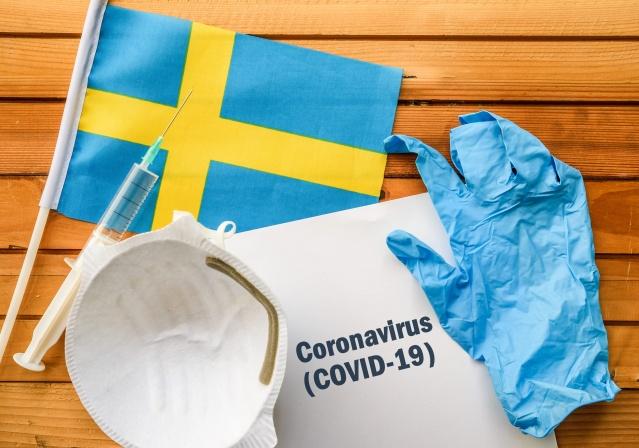 Dünyada koronavirüs vakalarında başladığı günden bu yana en yüksek vakaların yaşandığı bu günlerde İsveç'te iki gündür vaka sayısı tatil nedeniyle bildirilmiyor.  Ülkede en son vaka bilgileri 18 Haziran Perşembe günü güncellenmişti. Son verilere göre ülkedeki toplam vaka sayısı 56 bin 43, can kaybı 5 bin 53 ve yoğun bakımda tedavi gören hasta sayısı 2 bin 333 olarak açıklanmıştı.