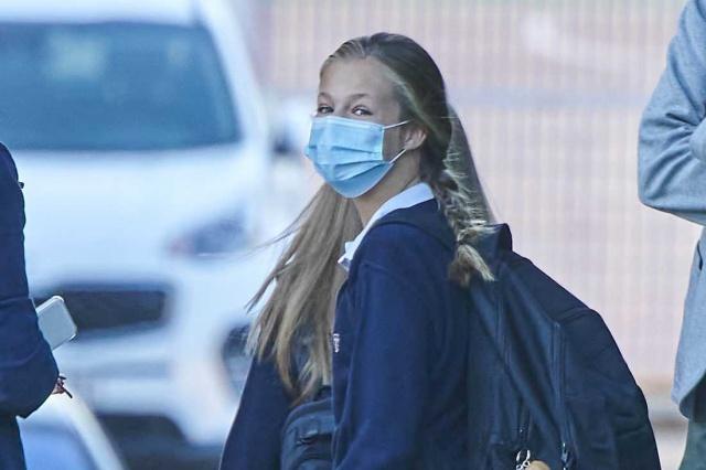 İspanya'da son 24 saat içinde 12 binden fazla yeni korona vakası kaydedildi. İspanya kraliyet ailesinin varisi olan 14 yaşındaki küçük prenseste karantinaya alındı.  Bu, salgın patlak verdiğinden beri en yüksek rakam ve şimdi ülke ikinci bir dalgaya doğru ilerliyor.  Ülkedeki okullar altı ay sonra yeniden açıldığında, enfeksiyonun yayılmasının artacağına dair endişeler var.  Korona salgını, salgının başlarında İspanya'yı vurdu ve virüsün ilerlemesinden en çok etkilenen Avrupa ülkelerinden biri olarak öne çıkıyor. Ülke, Avrupa'da yarım milyon vaka sayısıyla en fazla vakanın görüldüğü ülke konumunda.