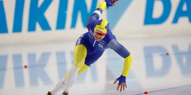 Nils van der Poel, Hollanda Heerenveen'de 5000 metrede dünya şampiyonu oldu.  24 yaşındaki İsveçli oyuncu, 48 yıl sonra İsveç'e Dünya Kupası altınını getirdi.  Patrick Roest ile sıkı bir mücadele veren İsveçli oyuncu, rakibini yenerek şampiyonluğa uzandı.  Nils van der Poel, Hollanda'nın Heerenveen kentinde 5.000 metrelik Dünya Kupası galasında favorilerden biri olarak yer aldı.