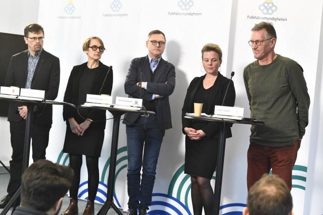 İsveç'te koronavirüs salgınıyla ilgili Halk Sağlığı Kurumu, İş bulma kurumu, Ulusal Eğitim Ajansı, İsveç Sosyal Koruma ve Hazırlık Ajansı ve Ulusal Sağlık ve Refah Kurulu'nun katıldığı ortak bir basın toplantısı düzenlendi.