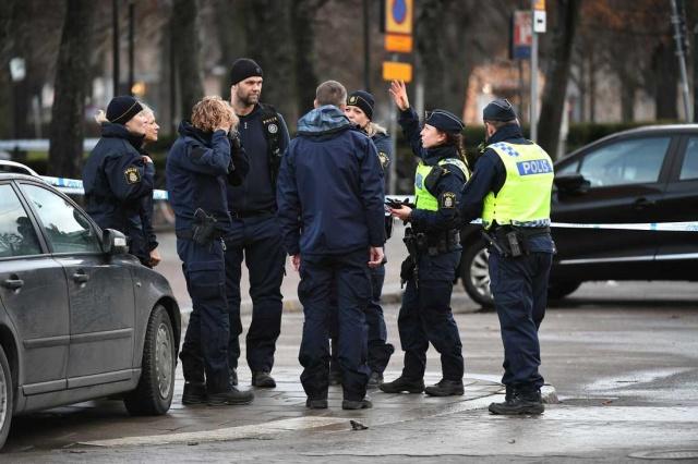 İsveç'in Norrköping şehrinde gece saatlerinde gece kulübü önünde meydana gelen silahlı saldırı sonucunda iki kişi hayatını kaybetmişti.
