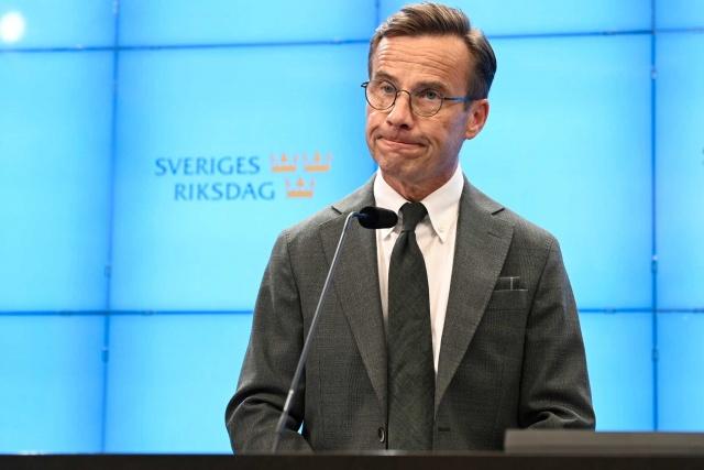 İsveç'te derinleşen siyasi kriz sonrasında gensoru önergesinde güven oyu alamayan Stefan Löfven istifa ederek, yeni hükümetin kurulması için topu Meclis başkanına attı.  Meclis başkanı yeni hükümetin kurulması için önce görevi Ilımlılar (Moderaterna)'a verdi. Ancak hafta başında görevlendirilen Ilımlılar parti lideri Ulf Kristersson, yeni hükümeti kurmak için destek bulamayacağına karar vermesi ve bunu açıklaması üzerine, hükümeti kurma görevi yeniden Stefan Löfven'e verildi.  Basın toplantısında konuşan Meclis Andreas Norlén, Ulf Kristersson'in kurma görevinden vazgeçmesi üzerine Pazartesi gününe kadar bir hükümet oluşumu için destek toplamak için Stefan Löfven'e şans verdi.
