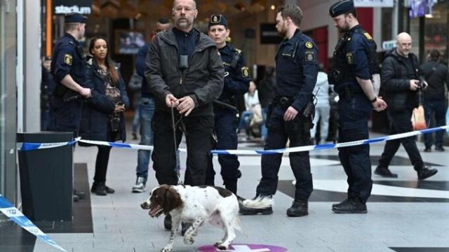 Dün Kista alışveriş merkezindeki bir mağazada olay çıkaran saldırgan yakalandı.  Saldırganın mağazanın eski çalışanı olduğu öğrenildi.