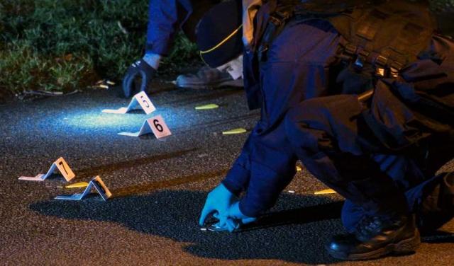 """İsveç Suç Önleme Konseyi'nin yeni rakamlarına göre 2020 yılı içinde işlenen cinayetler arttı.  Konseyce yapılan değerlendirmede, 2020 yılı pandemi başta olmak üzere, birçok yönüyle farklı bir olduğunu belirterek, işlenen cinayet saysının 124 olduğunu açıkladı.  Brå'da istatistikçi Stina Söderman, """"2002'de ölçmeye başladığımızdan beri, bu, sahip olduğumuz en yüksek ölümcül şiddet rakamı"""" dedi."""
