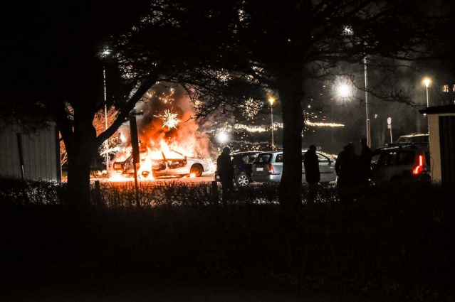 İsveç'in Kristianstad şehrinde gençlerin çıkardığı olaylar durulmuyor.