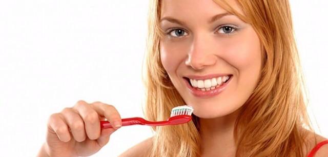 Yaş ilerledikçe zayıflayan diş yapısı, çürüklerle birlikte geri dönülmez sıkıntıların oluşmasına neden olabilir.