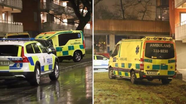 Başkent Stockholm'ün kuzeybatısındaki Tensta'da Salı akşamı yaşanan silahlı olayında ağır yaralanan gençlerden biri hayatını kaybetti.  Edinilen bilgiye göre, üç gencin vurulduğu doğrulandı ve biri öldü.  Saldırganlar olay yerinden elektrikli scooterlarla kaçtığı söylendi.