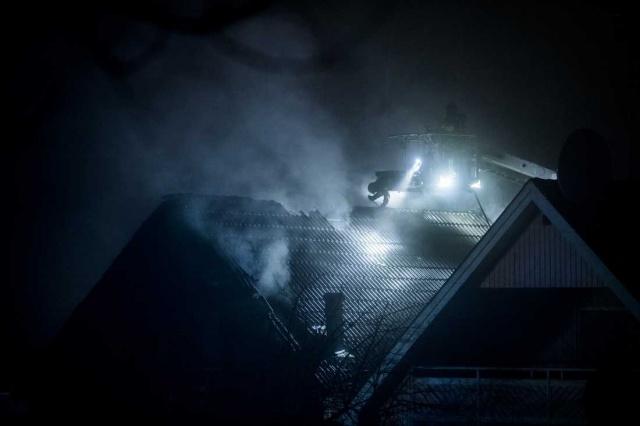 İsveç'in başkenti Stockholm'ün Tumba bölgesinde bir evde çıkan yangında iki kişi yaşamını yitirdi.