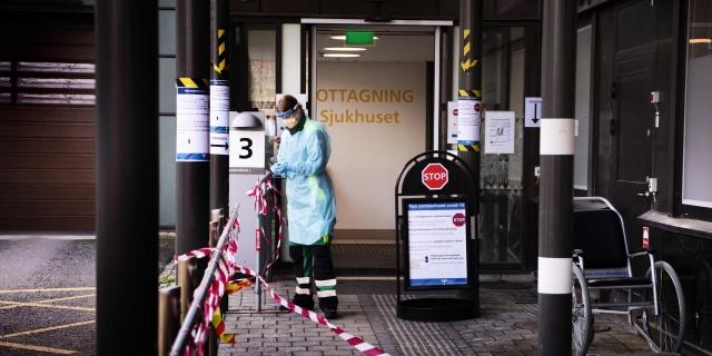 Başkent Stockholm'deki üç büyük hastanenin alarma geçtiği ve artan vakalara daha etkin müdahale edilmesi açısından personel artırımı yapıldığı belirtildi.  Capio St. Göran Hastanesi, Danderyd Hastanesi ve Södertälje Hastanesi. Södersjukhuset, takviye modunda çalışıyor.