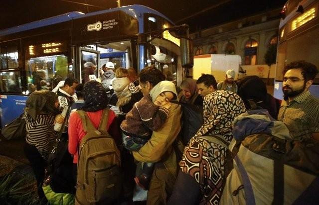 Reuters tarafından an be an görüntülenen büyük yolculuktan içler acısı görüntüler...  İşte Avrupa'nın gerçek yüzü, işte insanlığa verilen değer!
