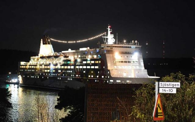 Princess Anastasia adlı yolcu gemisi rotasını şaşırtması sonrasında Lidingö şehrinde karaya oturdu.