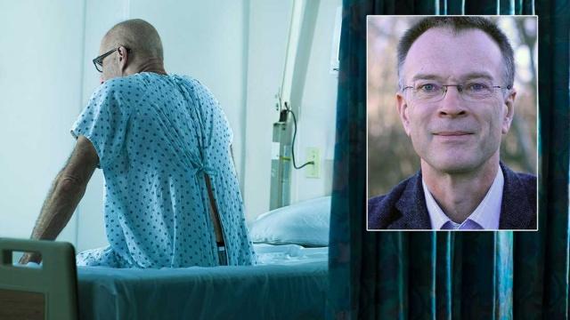 Sağlık hizmetleri, daha fazla insanı prostat kanserinden ölmekten nasıl kurtaracak?  Profesör Ola Bratt: On yıl içinde bir tarama programımız var  Prostat kanseri, İsveç'teki en yaygın kanser türüdür.  Ülkemizde her yıl yaklaşık 2.300 erkek prostat kanserinden ölüyor.  Günümüzde kanser için ulusal bir tarama programı bulunmamaktadır.  Üroloji profesörü ve başhekimi Ola Bratt, Beş ila on yıl içinde 50 ila 75 yaş arasındaki erkekler için ulusal bir tarama programımız olacağına inanıyorum dedi.  Ola Bratt, prostat kanseri hastaları ile 30 yıldır çalışmakta ve bunlar üzerinde araştırmalar yapmaktadır. Ulusal Prostat Kanseri Bakımı Program Grubu ve Ulusal Organize Prostat Kanseri Testi Çalışma Grubuna başkanlık etmektedir.