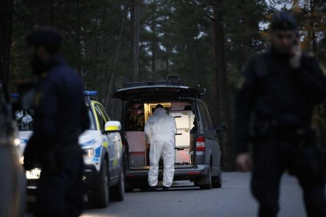 İsveç'in başkenti Stockholm'ün Lidingö bölgesinde açık alanda bu sabah bulunan cesetle ilgili polis cinayet soruşturması başlattığını duyurdu.