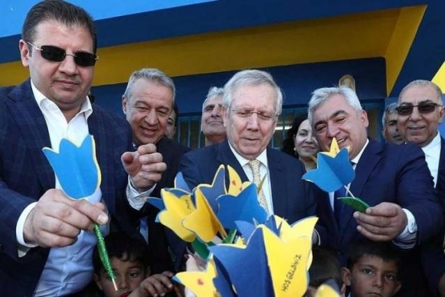 FUTBOLDA TOPLAM 13 KUPA  Sarı-lacivertli futbol takımı, Aziz Yıldırım döneminde 13 kupa kazandı. Fenerbahçe, Yıldırım döneminde 6 lig şampiyonluğu, üç TFF Süper Kupa, iki Türkiye Kupası, birer Başbakanlık ve Atatürk Kupası'nı müzesine götürdü.