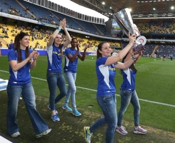 FİLEDE DÜNYA VE AVRUPA ŞAMPİYONLUĞU  Fenerbahçe Kadın Voleybol Takımı, Aziz Yıldırım döneminde tarihi başarılara imza attı. 2010 yılında Katar'ın başkenti Doha'da düzenlenen Kulüplerarası Dünya Şampiyonası'nda dünya şampiyonu olan kadın voleybol takımı, 2012 yılında ise Azerbaycan'ın başkenti Bakü'de düzenlenen Kadınlar Avrupa Şampiyonlar Ligi Dörtlü Finali'nde Avrupa Şampiyonluğu'na ulaştı. 2009 yılında CEV Kupası'nda 3'üncü, 2013 yılında 2. olan sarı-lacivertliler, Şampiyonlar Ligi'nde 2010 yılında 2'nci, 2011 ve 2016 yılında 3. oldu.