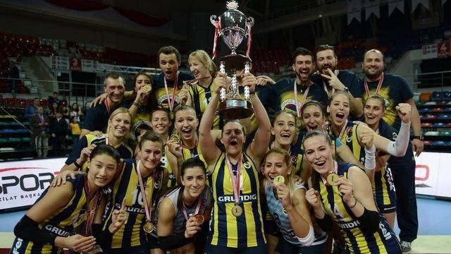 TÜM ŞAMPİYONLUKLAR ONUN DÖNEMİNDE  Fenerbahçe'nin erkek ve kadın voleybol takımları tarihlerindeki tüm şampiyonlukları Aziz Yıldırım döneminde yaşadı. Yıldırım zamanında ligde kadın voleybol takımı 5, erkek takımı ise 4 kez mutlu sona ulaştı.
