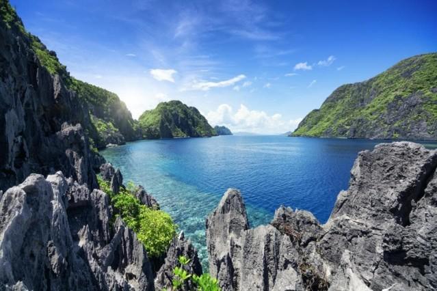 Filipinler  30 gün vizesiz.  Vizenizin süresini gerektiğinde Imigrant ofisine giderek 30 gün daha uzatabiliyorsunuz.