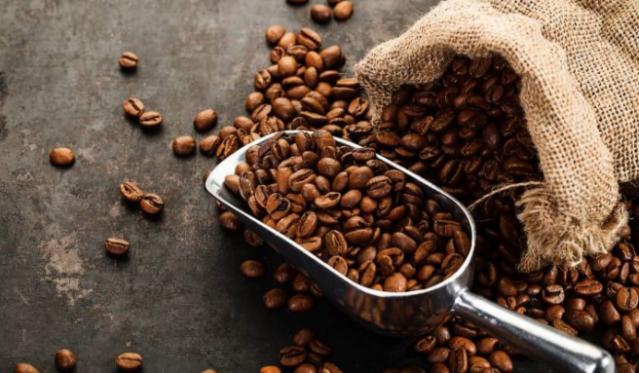 2- Sağlam bir makine  Elektrikli kahve makineleriyle yapılan filtre kahveler, çok sık olmamakla beraber ocak üstü filtre kahvelerinde de yapılabilmektedir.