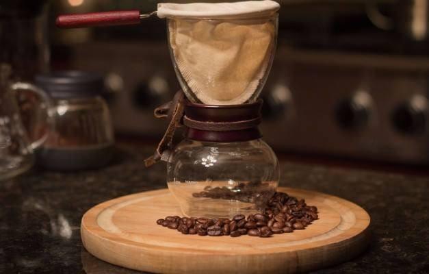 4- Kahve miktarı  Kahvenizin ölçüsünü tutturabilmek için ölçü kaşıklarının kullanabilirsiniz. Eğer ölçü kaşığınız yoksa, 180 ml. sıcak suya 4 yemek kaşığı kahve koymalısınız.