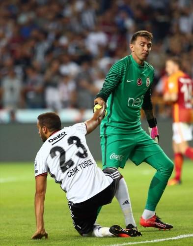 MUSLERA GEÇİT VERMEDİ  İlk penaltıyı Galatasaray'da Selçuk İnan kullandı ve vuruşu gole çevirdi. Beşiktaş'ta ilk penaltıyı kullanan Oğuzhan Özyakup, Fernando Muslera'ya takıldı.