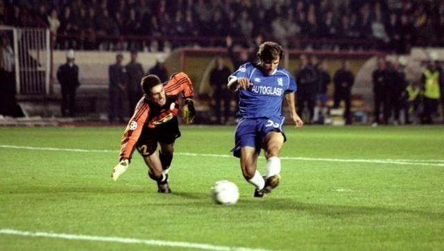 9. 20 Ekim 1999: Galatasaray 0-5 Chelsea  Hertha Berlin, Milan ve Chelsea'ye karşı oynadığı ilk 3 maçta hak ettiği puanları alamayarak 1 puanda kalan Galatasaray, gruptaki iddiasını sürdürebilmek için Ali Sami Yen'de ağırladığı Chelsea karşısında hiç beklemediği bir skorla sahadan mağlup ayrıldı.    İlk yarıyı 1-0 yenik kapatan Galatasaray, ikinci yarı skoru lehine çevirebilmek için kendi yarı sahasını bomboş bıraktı desek yanlış söylemiş olmayız. Bu da 5-0'lık mağlubiyeti getirdi.    Cimbom buna rağmen kalan 2 maçını da kazanarak yoluna UEFA Kupası'ndan devam etti ve o sezon UEFA Kupası'nı kazandı.