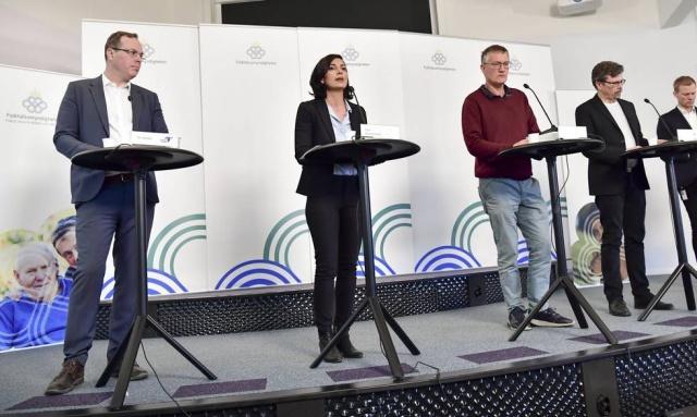 İsveç'te koronavirüs salgınıyla ilgili kriz tüm dünyada olduğu gibi devam ediyor.  Son günlerde durumun iyiye gittiği açıklamalarından sonra iki gündür üst üste yüzlerce can kaybının yaşanması endişe veriyor.  Halk Sağlığı Kurumu günlük bilgilendirme toplantısında yeni rakamları paylaştı. Son 24 saat içinde sisteme giren vaka sayısıyla birlikte İsveç geneli tespit edilen vaka sayısı 16 bin 4 olurken, can kayıpları 1937'ye yükseldi.