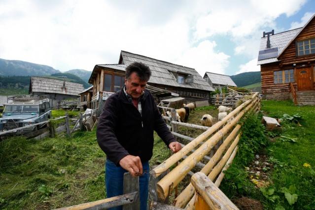 """Softic, burada yaşayan insanların daha önce hayvancılıkla uğraştığını belirterek, """"Burası ülkemizde en temiz havanın solunabildiği iki yerden biri. Prokosko benim için tam bir hava kaplıcası."""" diye konuştu."""