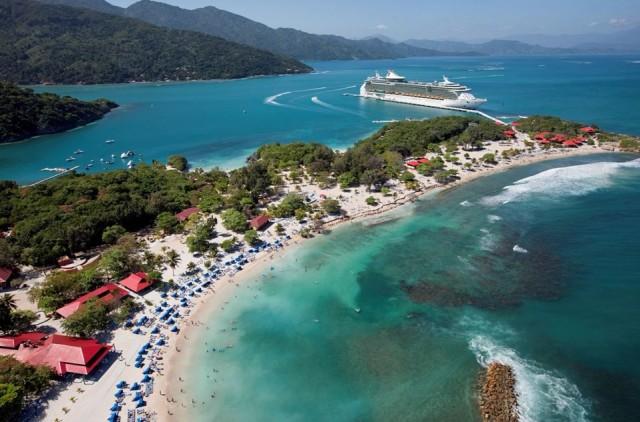 Haiti  Kapıda vizeyle 90 gün vizesiz.   Ülkeye girişte havaalanında 10 ABD Doları karşılığında 90 gün kalma olanağı veren ve turist kartı olarak adlandırılan giriş vizesiyle ülkeye giriliyor.