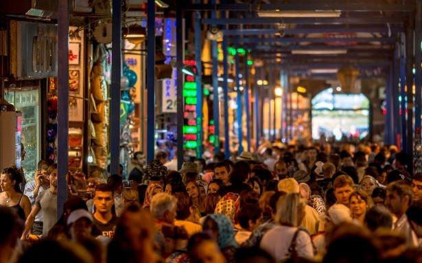 Birleşmiş Milletler'in yayınladığı bir rapora göre dünyada 3 milyona yakın Türk, göçmen statüsünde yaşıyor.