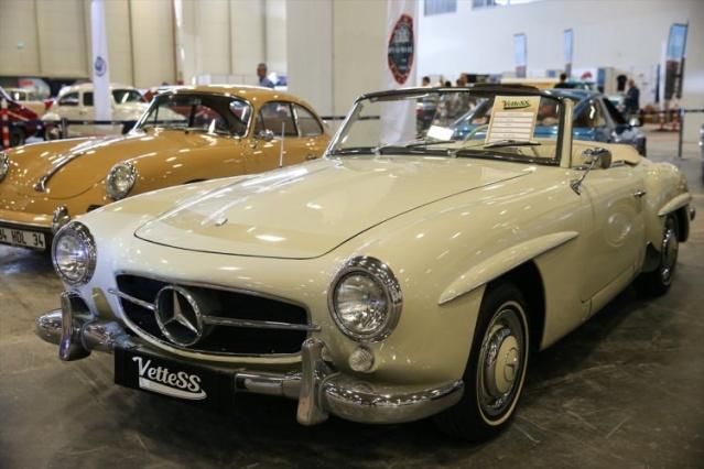 """Harry Potter'in 1965 Ford Anglia'sı, Batman'ın Batmobile'i, Marilyn Monroe'nun Thunderbird'i, """"Tatlı Dillim"""" filminde Zeki Alasya'nın kullandığı 1960 model Impla, Şoför Nebahat filminde Fatma Girik'in kullandığı 1952 model Desoto, Ayhan Işık'ın 1966 model Mercedes'i, Sadri Alışık'ın 1957 Chevrolet'i, Sadri Alışık'ın 1957 model aracı başta olmak üzere çok sayıda otomobil, festivalin en nadide araçları arasında yer alıyor."""
