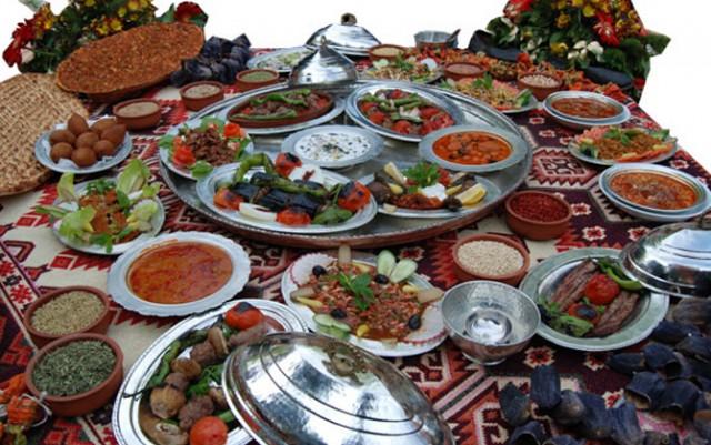 Ülkemiz doğal güzelliklerinin yanı sıra şehirlere özdeşleşmiş birbirinden lezzetli yemekleriyle de kültürel çeşitliliğe sahip bir ülke. İşte ülkemizin 10 ilinin çeşitli lezzetleri: