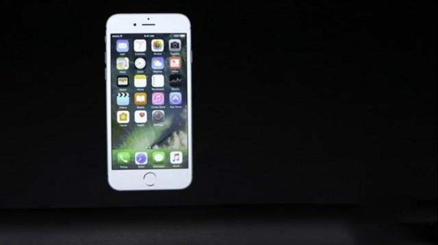 Apple'ın merakla beklenen lansmanı start aldı.  TSİ 20:00'da başlayan lansman ile aralarında iPhone 7 ve iPhone 7 Plus'ın da olduğu yeni Apple ürünleri görücüye çıktı. Peki iPhone 7 Türkiye'de ne zaman satışa çıkıyor? iPhone 7'nin Türkiye satış fiyatı ne olacak? İşte yeni iPhone modelleri ile ilgili bilmeniz gereken her şey...