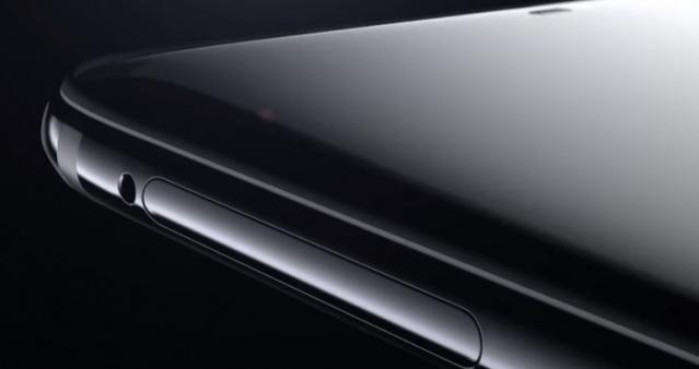 Oneplus'ın yeni amiral gemisi modeli OnePlus 6 tanıtıldı.