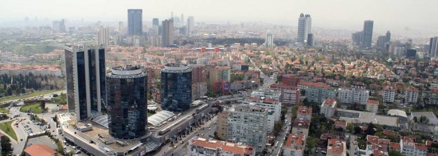 OLAYIN GEÇMİŞİ   İsveç'te kuaför olarak çalışan Maggie Badgo, 24 Mayıs 2015 günü İstanbul'da şehir turu yaptıktan sonra geç saatlerde eğlenmek için otelinden çıkarak Gayrettepe'de bulunan bir gece kulübüne gitmişti. Burada arkadaşları ile birlikte içeriye girmeye hazırlandığı sırada Badgo, gece kulübü önünde içeri alınmadığı için rastgele ateş eden bir kişinin silahından çıkan kurşun ile kafasından vurularak hayatını kaybetmişti.