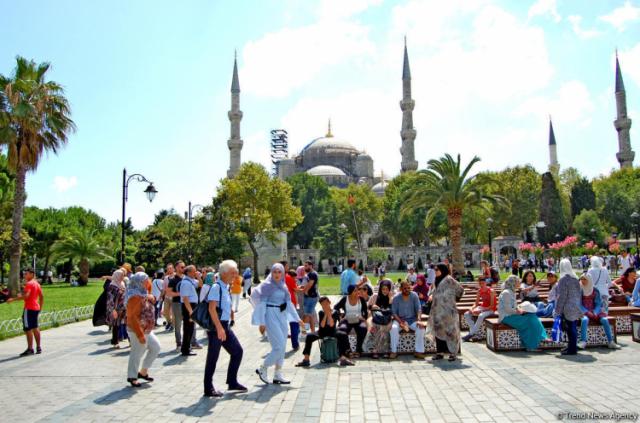 İstanbul'a 9 ayda giden yabancı turist sıralaması belli oldu. 2019 yılı ocak-eylül aylarında İstanbul'a giden yabancı sayısı geçen yılın aynı dönemine göre yüzde 12 artış ile 11 milyon 342 bin 822'ye yükseldi. İsveç bu sıralamada 28. sırada yer aldı. 132.688 bin İsveçli İstanbul'u ziyaret etti. İşte o ayrıntılı liste.