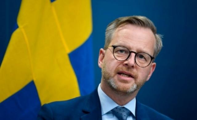 İsveç, koronavirüs mutasyonu nedeniyle alarma geçti.  İsveç'te kapasitenin yeterli olmaması ve analizlerin Almanya'daki laboratuvarlara gönderilmesi nedeniyle, olası mutasyon risklerini azaltmak için son günlerde kapsamlı adımlar atıyor.
