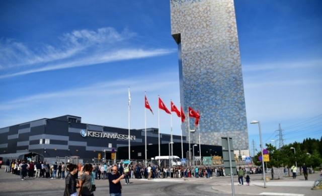 İsveç'te yaşayan Türkiye Cumhuriyeti Vatandaşları sandık başında...