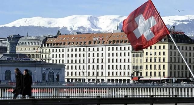 Yeni tip koronavirüs (Kovid-19) salgını nedeniyle tedbirlerin sıklaştırıldığı İsviçre'de vaka sayısının bir günde 841 arttığı bildirildi.