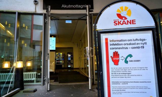 """Malmö şehir yönetimi, ziyaret edilebilecek tüm mekanları kapatma kararı aldı.  Şehirde enfeksiyonun yaygınlaşması üzerine hamamlar, sanat galerileri, spor aktivite alanları ve dinlenme tesisleri başta olmak üzere, enfeksiyonun yayılmasını durdurmak için ziyaret edilecek tüm yerleri kapatıyor.  Malmö Şehir Ofisi yönetim stratejisti Per-Erik Ebbeståhl, basın toplantısı sırasında 23 Kasım'dan itibaren hamamlar ve dinlenme tesisleri kapsamındaki her yeri  halka kapatacağız ifadeleri kullandı.  """"Toplumumuzda önemli bir işlevi olduğu için kapatılmasının bizim için sorun olduğunu görüyoruz. Ama şu an onları ziyaret etme zamanı değil"""" dedi."""