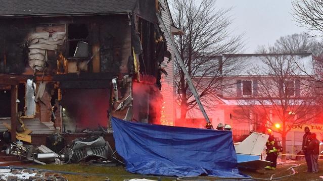 ABD'nin Michigan eyaletine bağlı Detroit kenti yakınlarında korkunç bir uçak kazası meydana geldi.